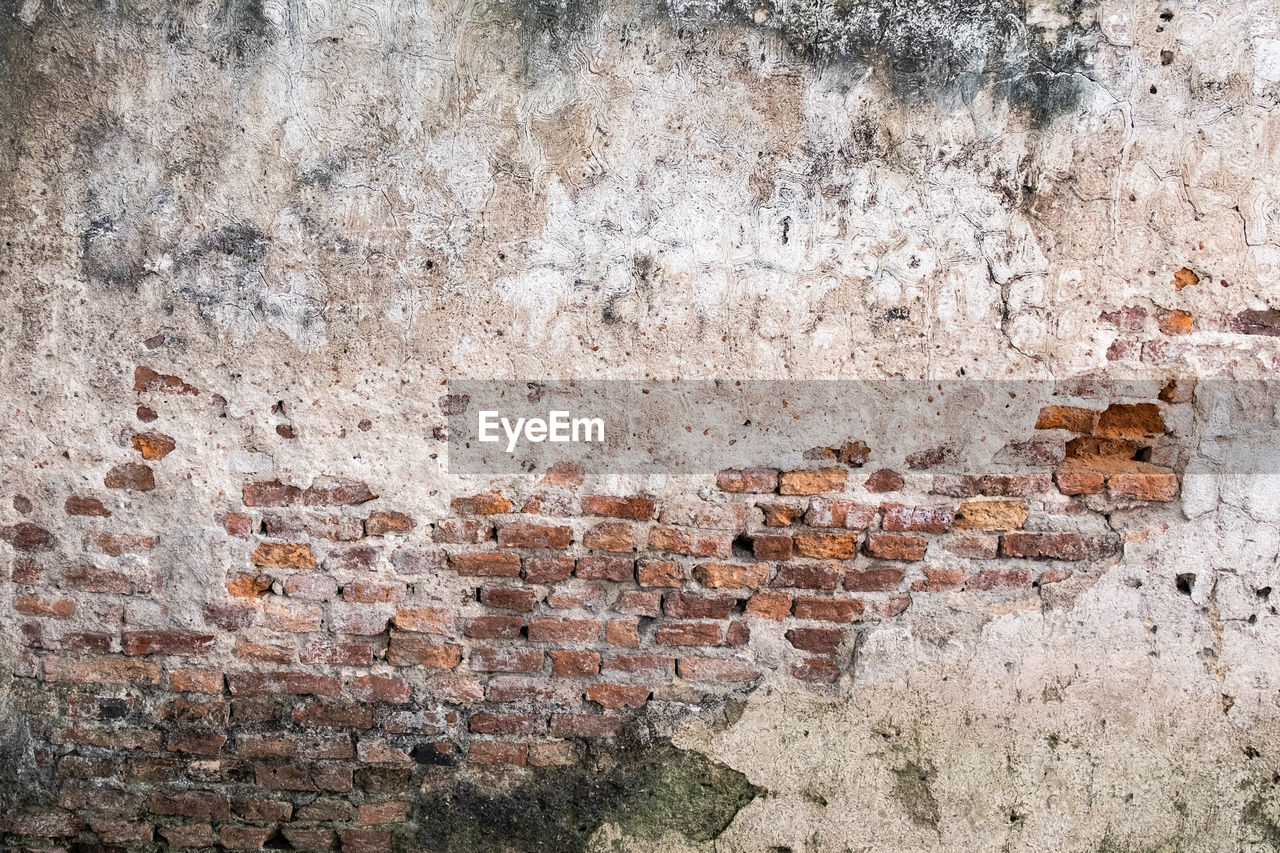 wall - building feature, wall, built structure, brick, architecture, brick wall, old, no people, backgrounds, textured, day, full frame, weathered, building exterior, damaged, outdoors, pattern, stone wall, decline, deterioration, concrete, textured effect