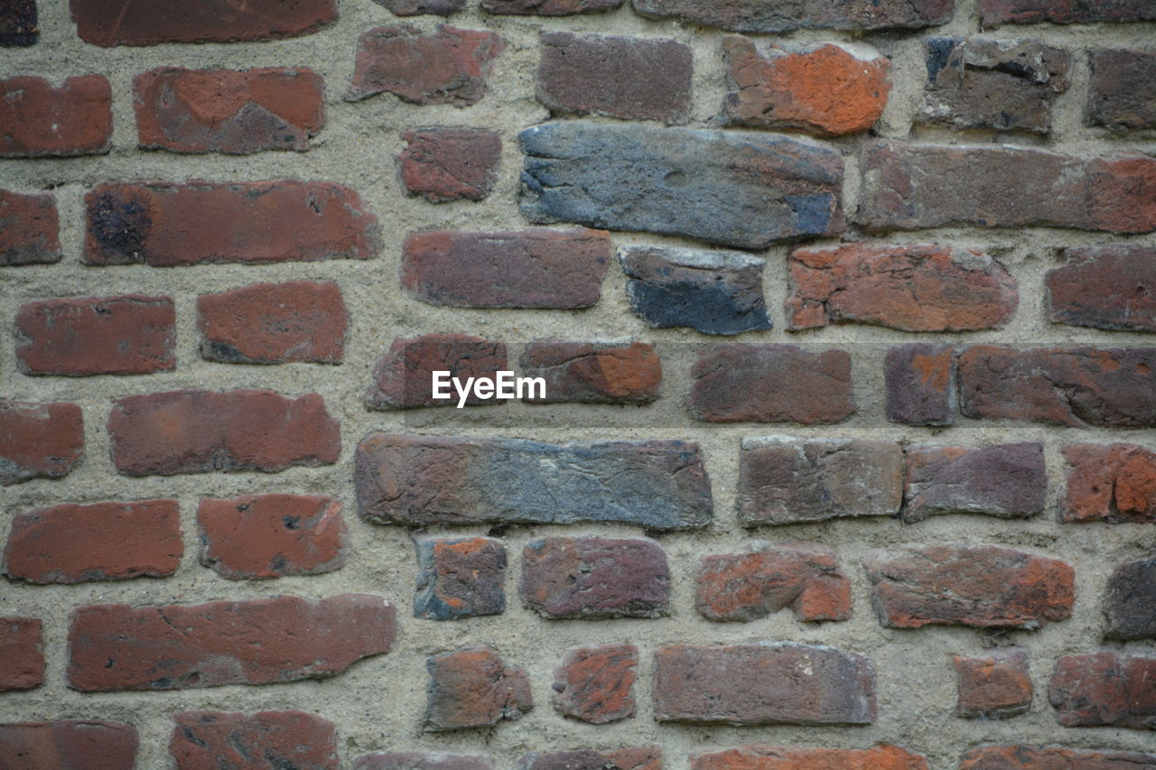 brick wall, brick, wall - building feature, built structure, architecture, backgrounds, full frame, red, day, no people, building exterior, outdoors, textured, close-up