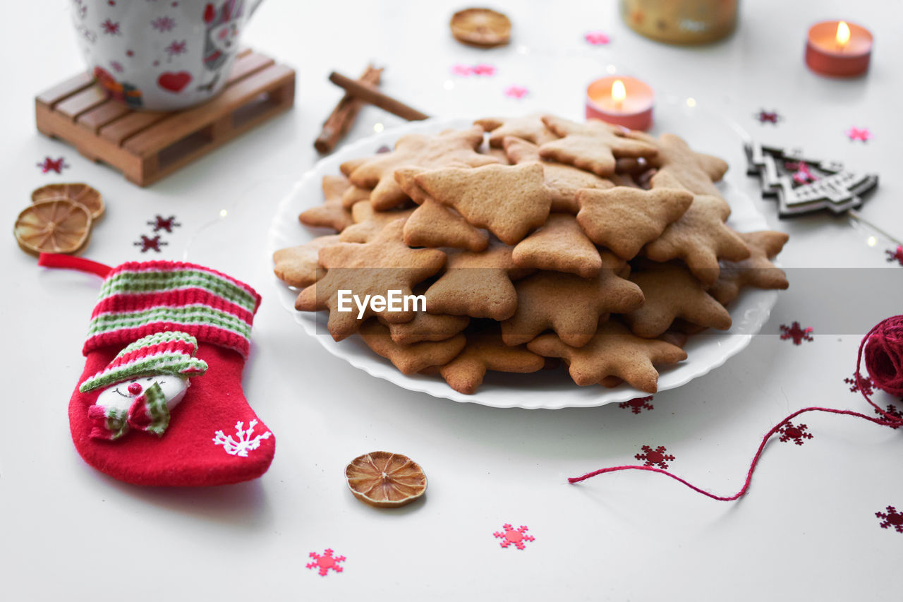 food, food and drink, still life, table, high angle view, indoors, freshness, no people, sweet food, cookie, ready-to-eat, baked, indulgence, plate, close-up, christmas, sweet, temptation, holiday, unhealthy eating, snack