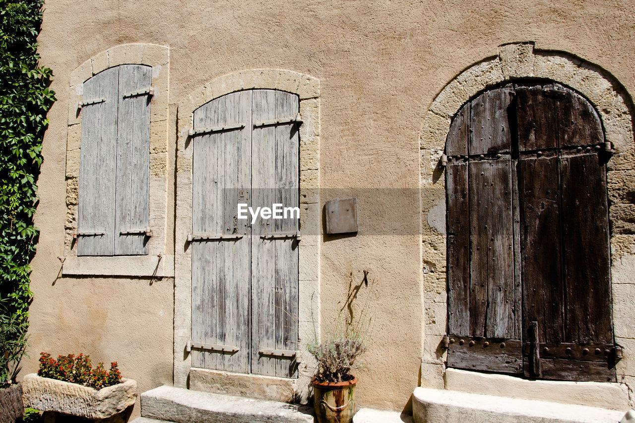 architecture, built structure, building exterior, building, old, door, arch, entrance, day, no people, window, plant, closed, wall - building feature, the past, history, nature, outdoors, wall, abandoned