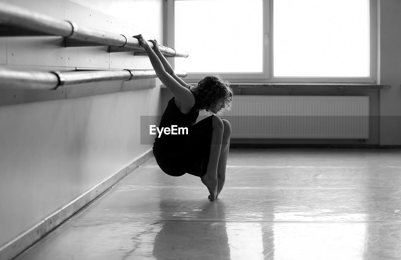 real people, balance, indoors, one person, skill, leisure activity, lifestyles, practicing, full length, flexibility, ballet, exercising, ballet dancer, healthy lifestyle, day, childhood, young women, young adult, people