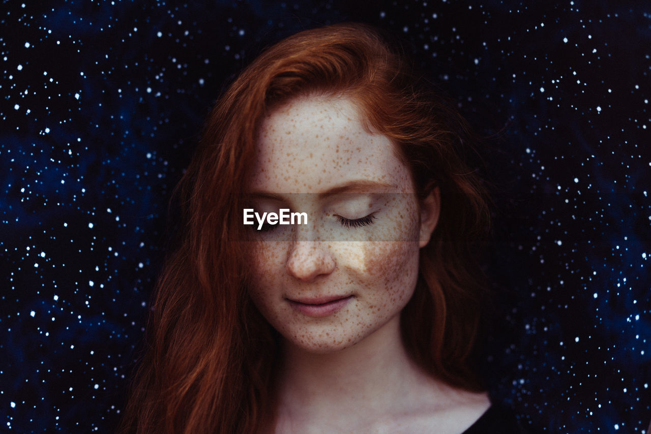 redhead, headshot, real people, portrait, one person, beautiful woman, young adult, young women, smiling, close-up, looking at camera, beauty, outdoors, black background, day, eyelash, people