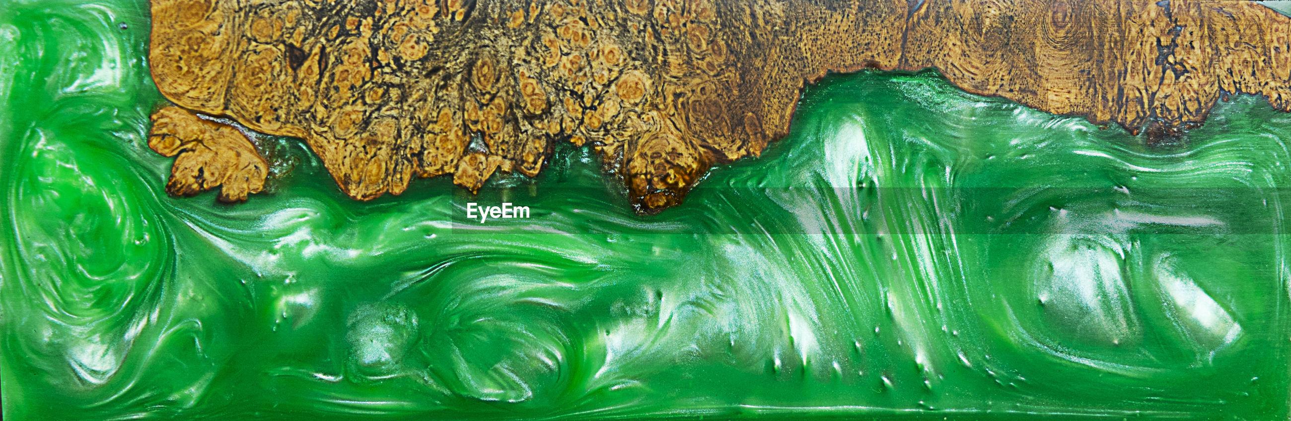 FULL FRAME SHOT OF GREEN LEAF IN WATER