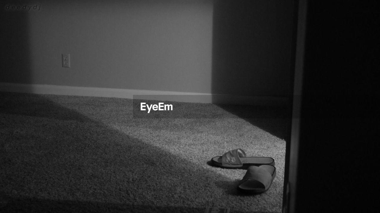 indoors, no people, bedroom, day
