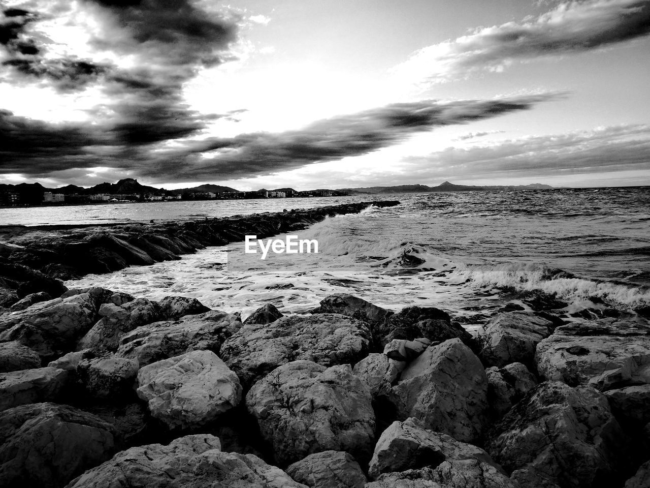 sea, water, nature, beauty in nature, beach, sky, shore, rock - object, cloud - sky, tranquil scene, tranquility, scenics, outdoors, no people, horizon over water, pebble beach, pebble, day, wave