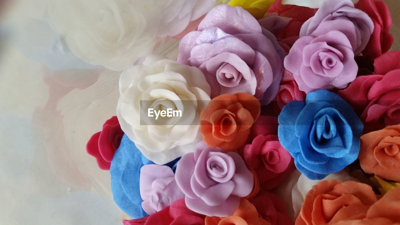 flower, rose - flower, petal, fragility, beauty in nature, nature, flower head, bouquet, multi colored, freshness, close-up, no people, indoors, day, florist