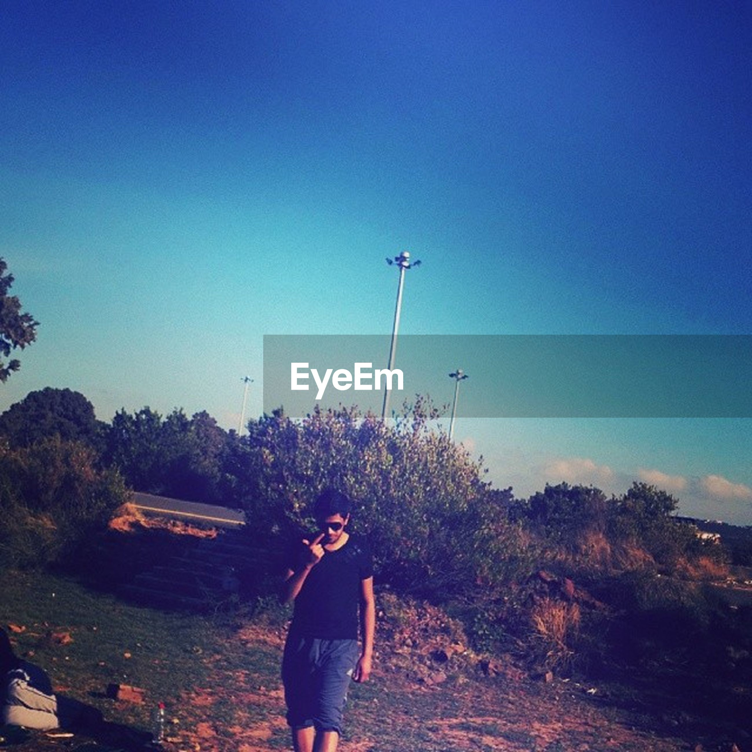lifestyles, leisure activity, standing, blue, rear view, clear sky, casual clothing, copy space, full length, men, tree, person, sky, three quarter length, walking, nature, tranquility, landscape