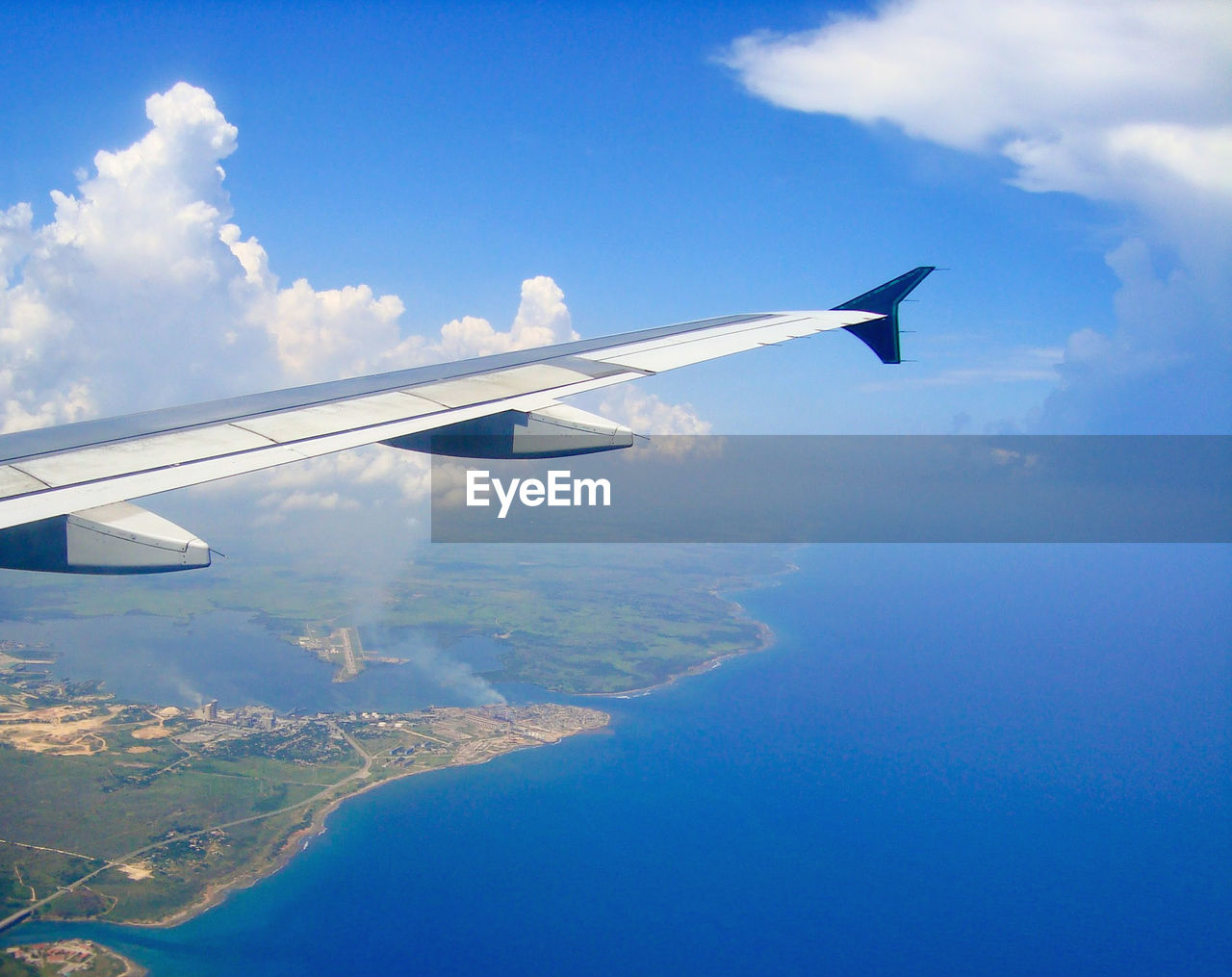 airplane, air vehicle, sky, cloud - sky, transportation, flying, aircraft wing, mode of transportation, nature, no people, water, beauty in nature, day, travel, scenics - nature, mid-air, motion, aerial view, blue, on the move, outdoors, plane