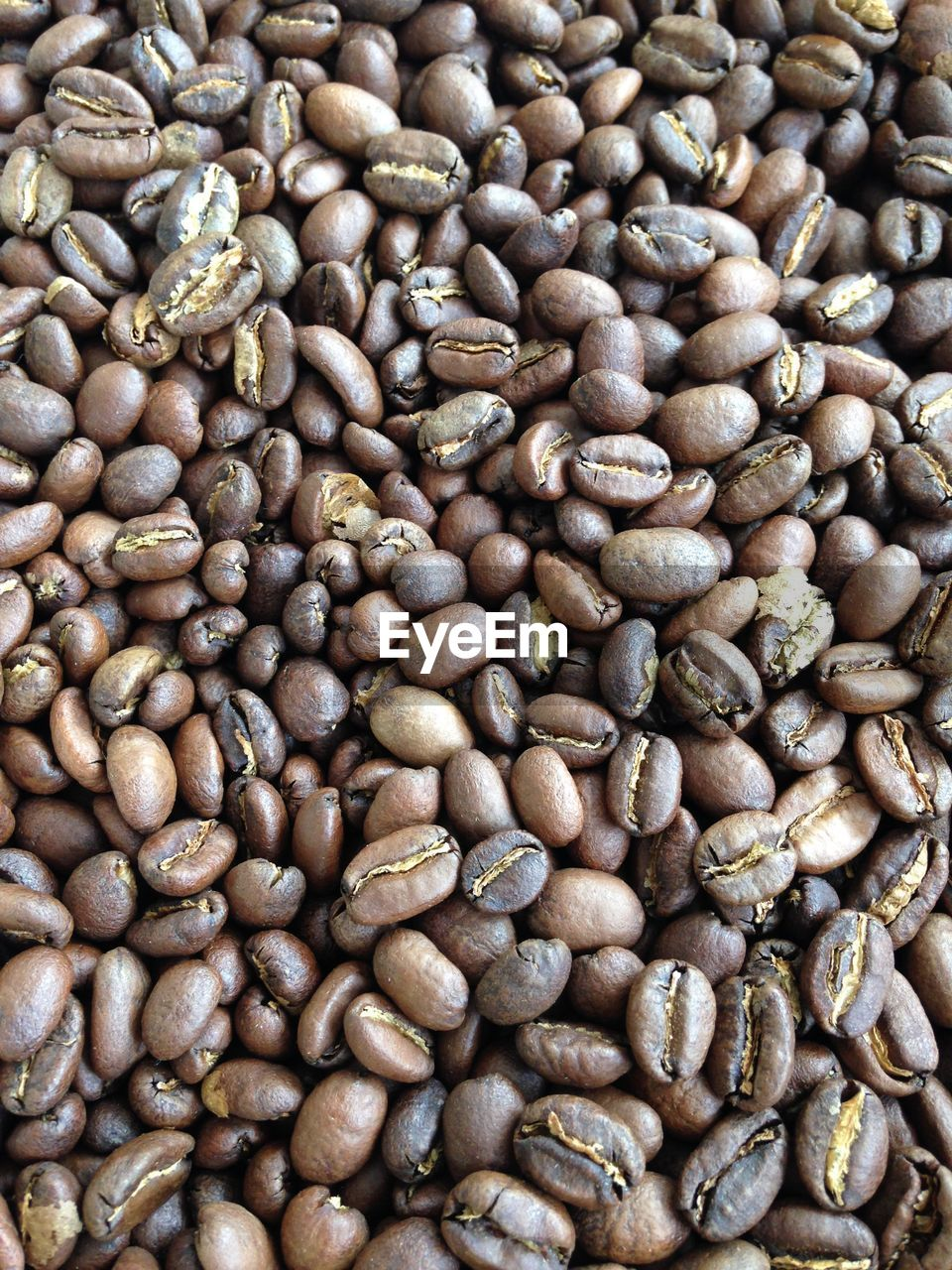 food and drink, roasted coffee bean, coffee bean, abundance, coffee - drink, brown, raw coffee bean, full frame, roasted, large group of objects, freshness, no people, food, nature, backgrounds, close-up, indoors, day