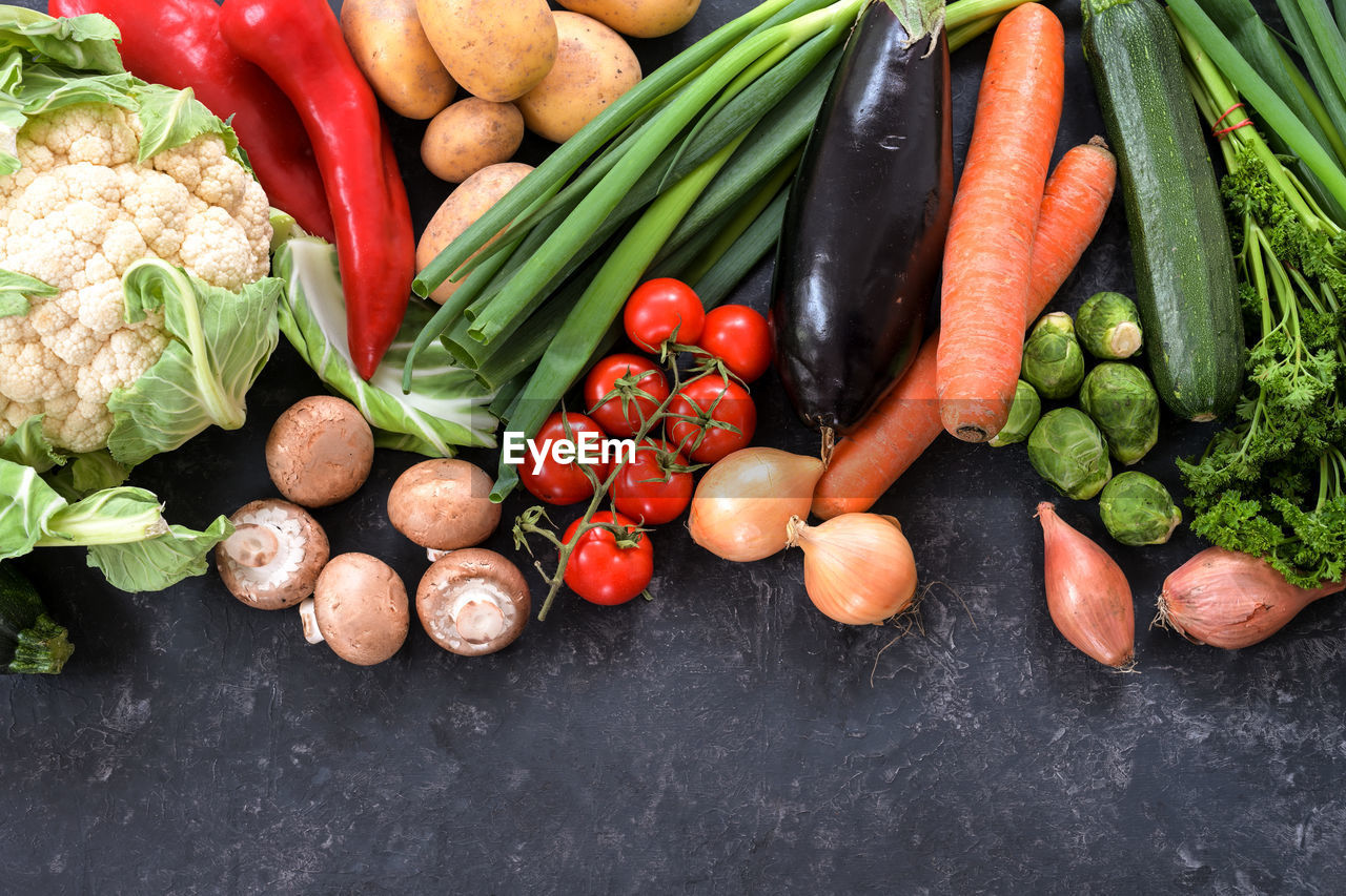 HIGH ANGLE VIEW OF FRUITS AND VEGETABLES IN MARKET