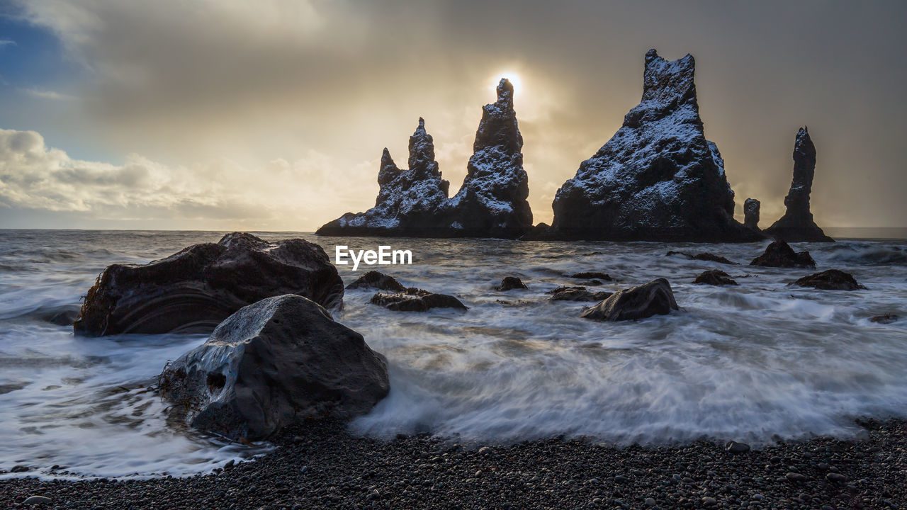 VIEW OF ROCKS ON SHORE AGAINST SKY