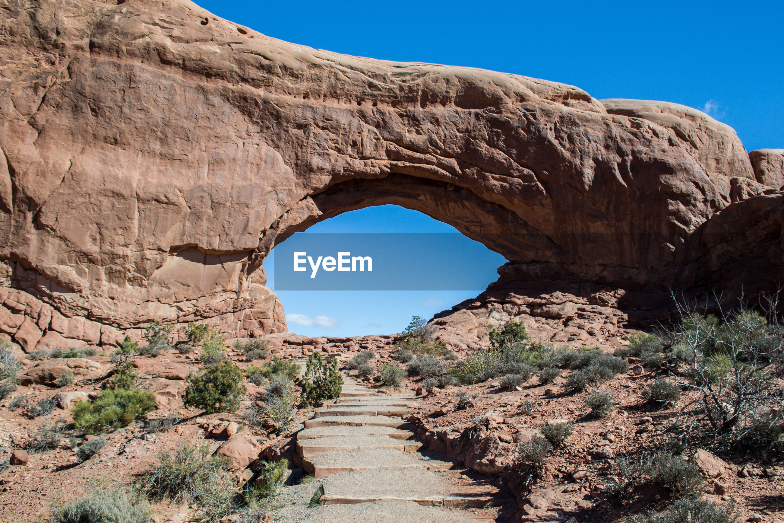 Arches national park, utah easy hiking trail to famous arch