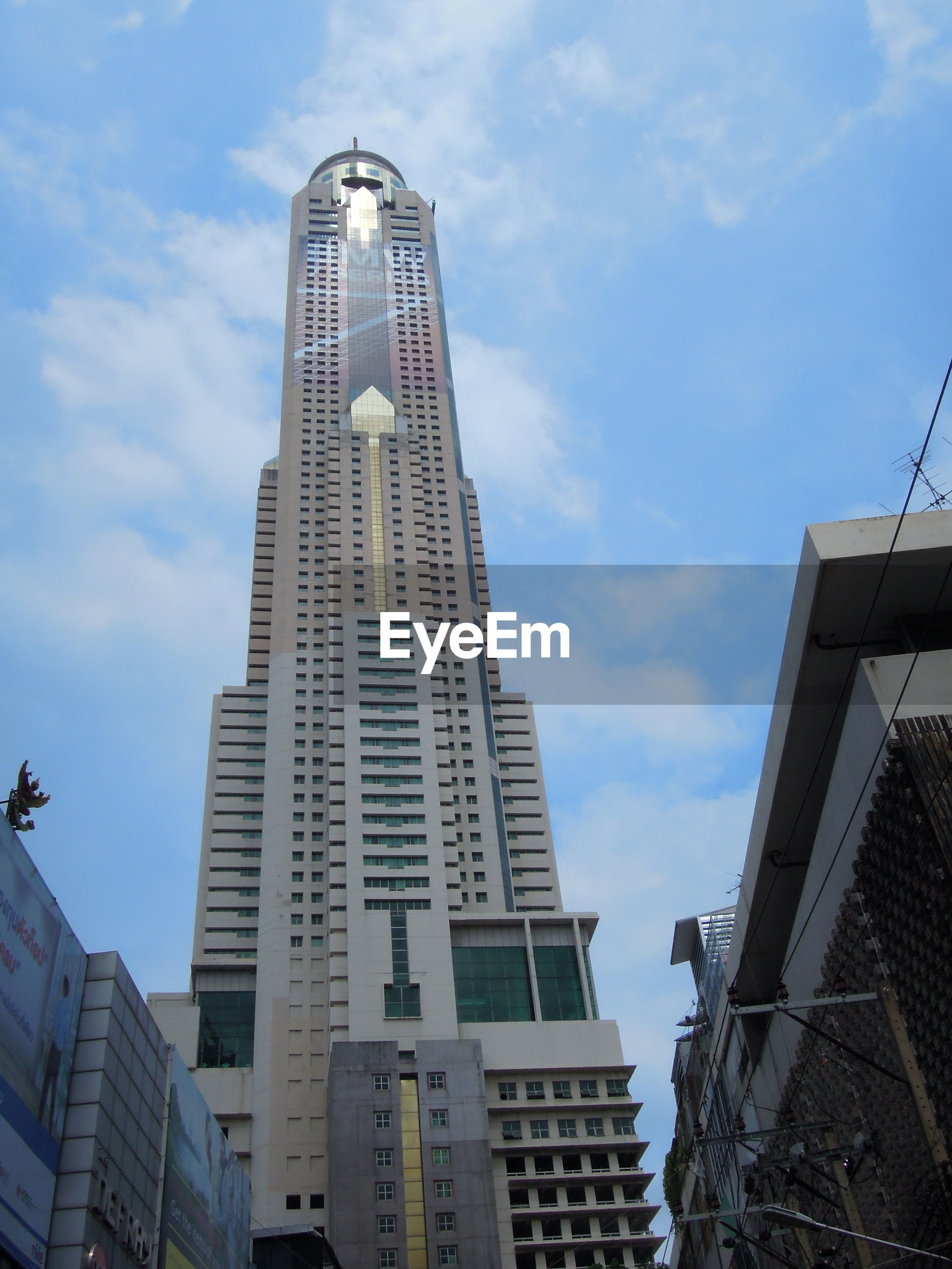 LOW ANGLE VIEW OF MODERN SKYSCRAPERS AGAINST SKY