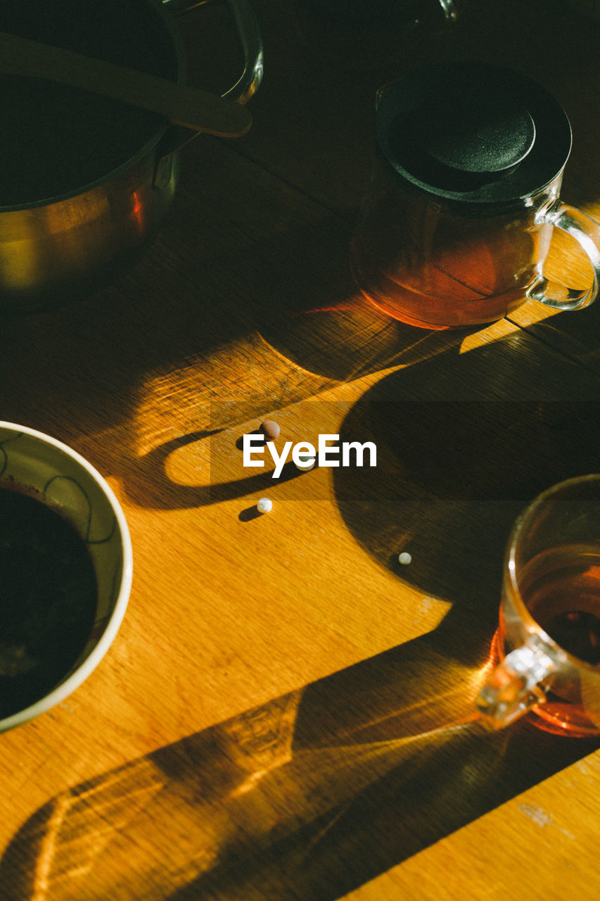HIGH ANGLE VIEW OF WINE ON TABLE