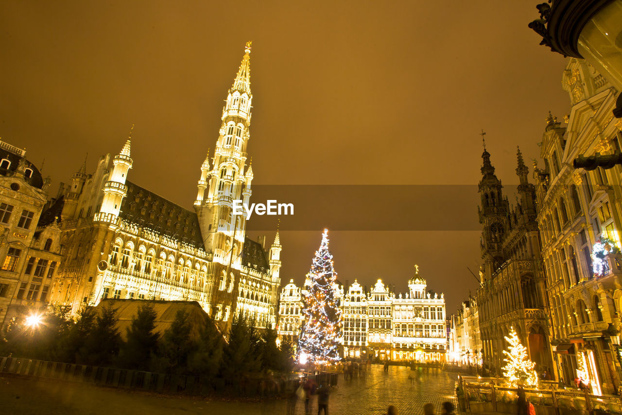 architecture, built structure, building exterior, religion, illuminated, travel destinations, tourism, place of worship, spirituality, travel, sky, sculpture, gold colored, low angle view, statue, night, dome, outdoors, christmas decoration, no people