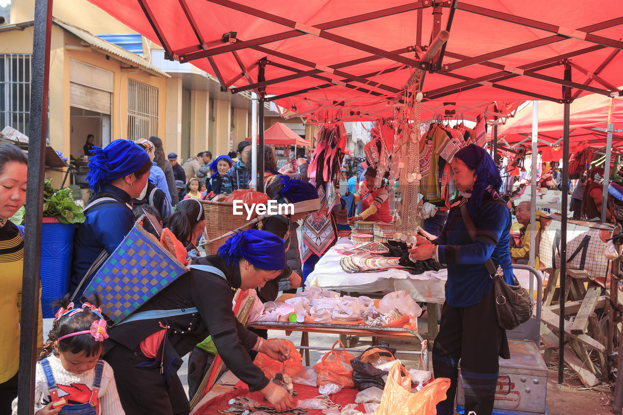 real people, market, large group of people, retail, men, market stall, for sale, women, day, lifestyles, outdoors, freshness, food, crowd, people