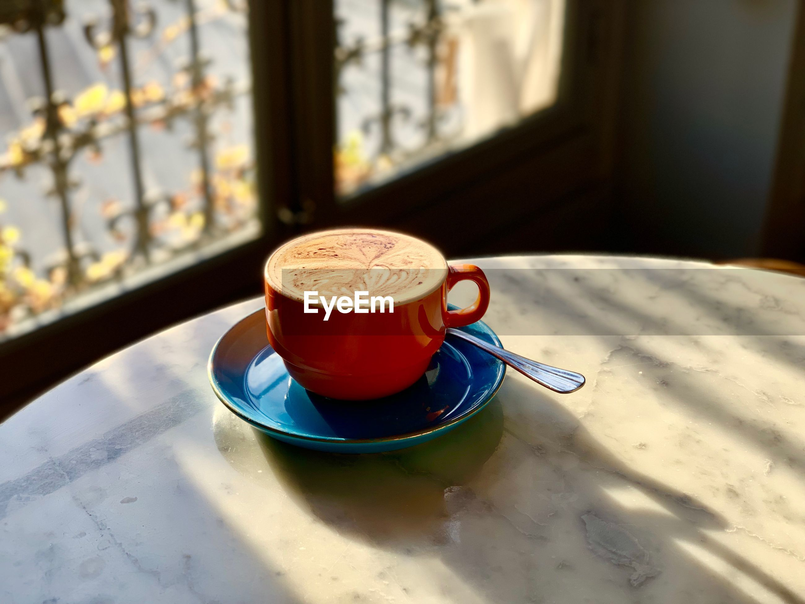 HIGH ANGLE VIEW OF COFFEE ON TABLE AGAINST WINDOW