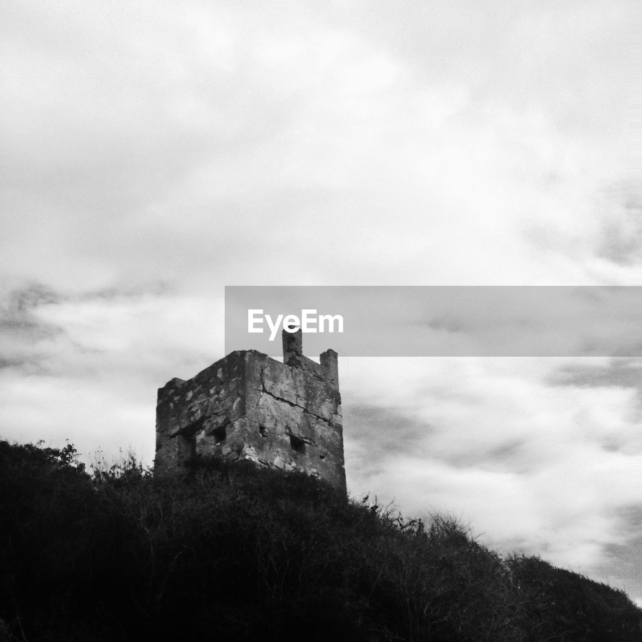 architecture, sky, cloud - sky, building exterior, the past, built structure, history, castle, medieval, low angle view, day, tree, fort, outdoors, nature, no people