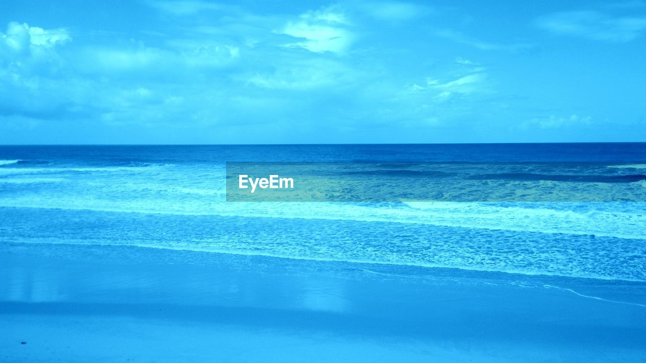 sea, horizon over water, water, beauty in nature, nature, scenics, tranquil scene, tranquility, sky, blue, idyllic, beach, no people, outdoors, reflection, cloud - sky, wave, day