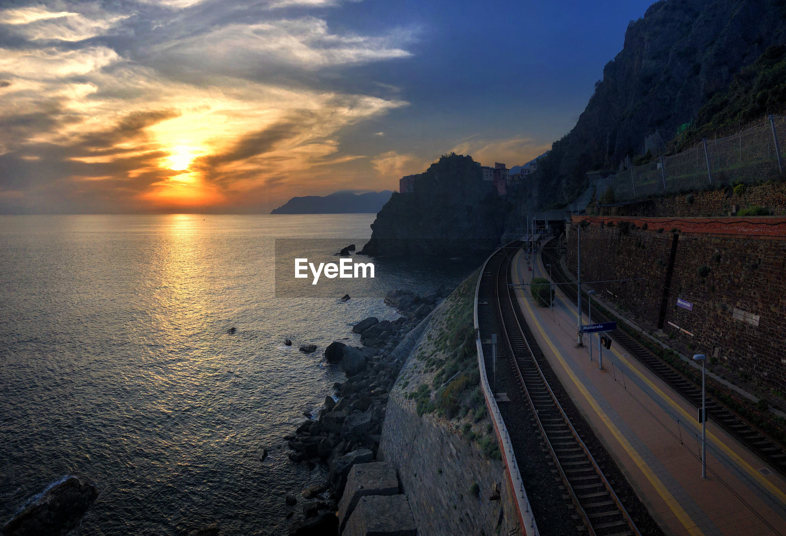 PANORAMIC SHOT OF SEA AGAINST SKY DURING SUNSET