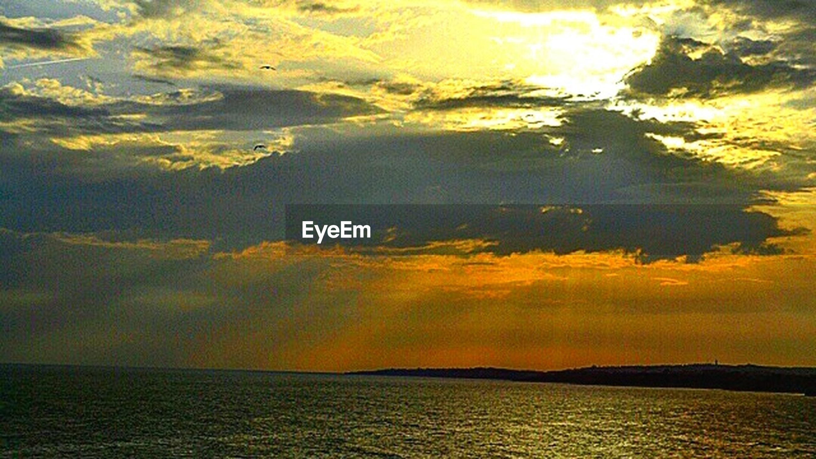 sunset, scenics, tranquil scene, beauty in nature, tranquility, water, sea, sky, waterfront, idyllic, nature, cloud - sky, horizon over water, orange color, cloud, dramatic sky, outdoors, cloudy, no people, majestic