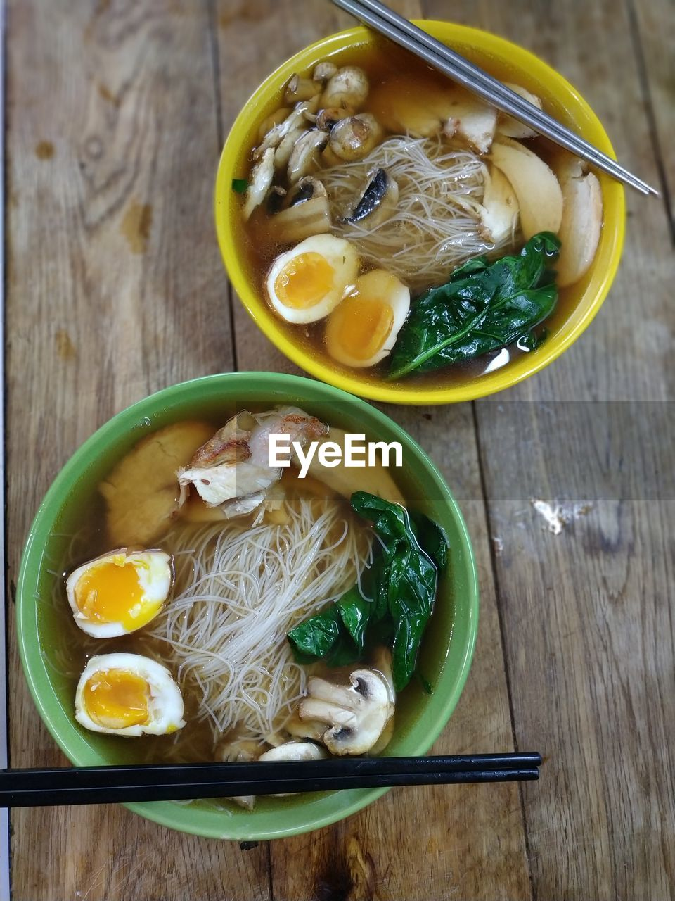 HIGH ANGLE VIEW OF FOOD IN BOWL