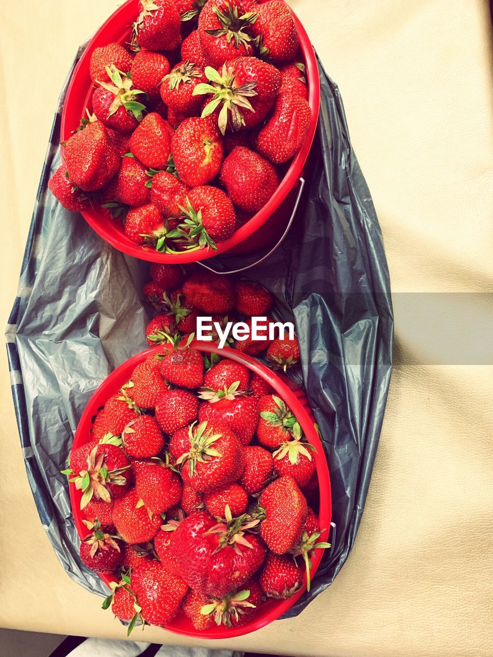 red, healthy eating, food and drink, food, strawberry, wellbeing, berry fruit, freshness, fruit, bowl, high angle view, still life, directly above, large group of objects, no people, close-up, indoors, container, table, abundance, ripe