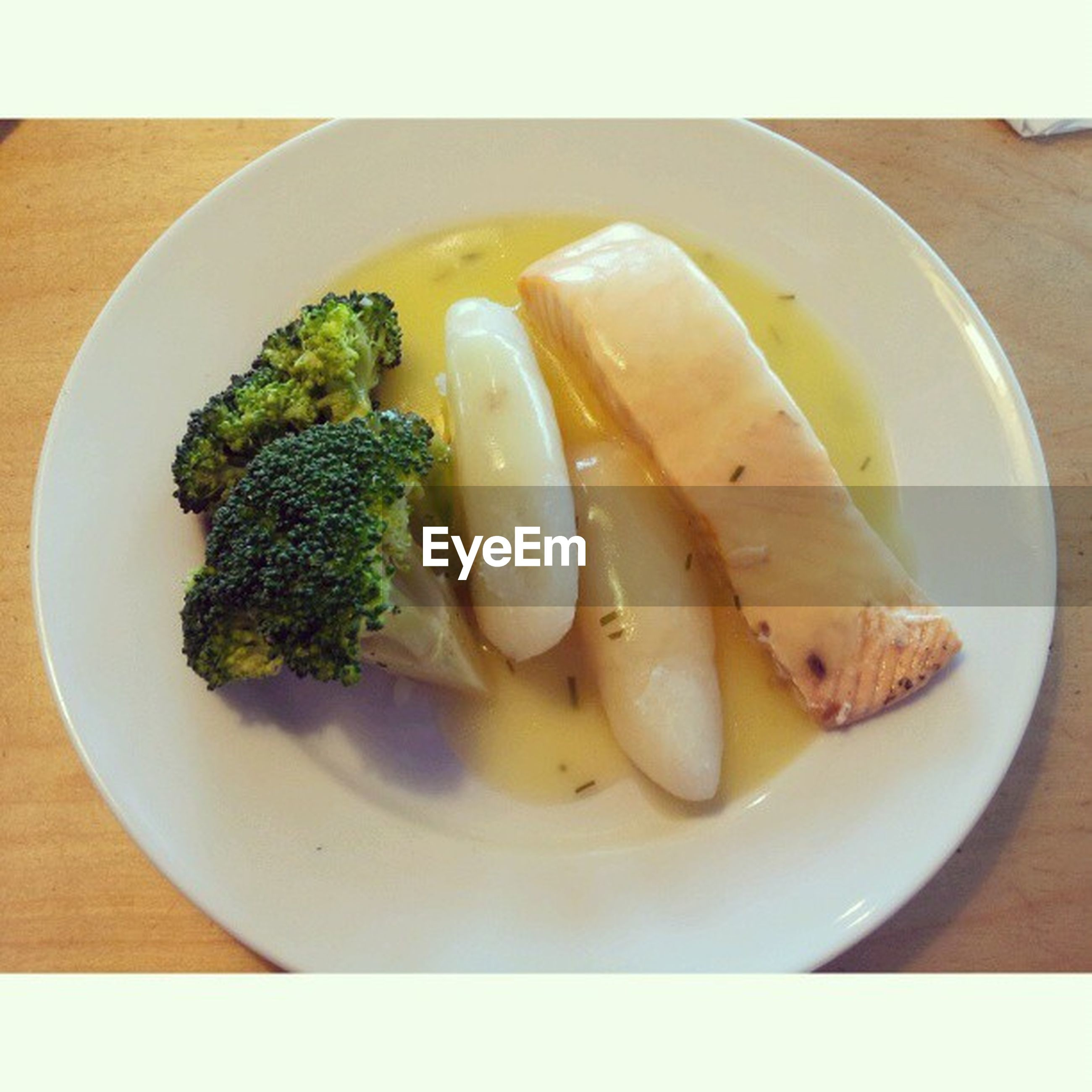 food and drink, food, healthy eating, freshness, ready-to-eat, indoors, plate, still life, meal, table, serving size, high angle view, vegetable, bowl, directly above, close-up, transfer print, meat, served, no people