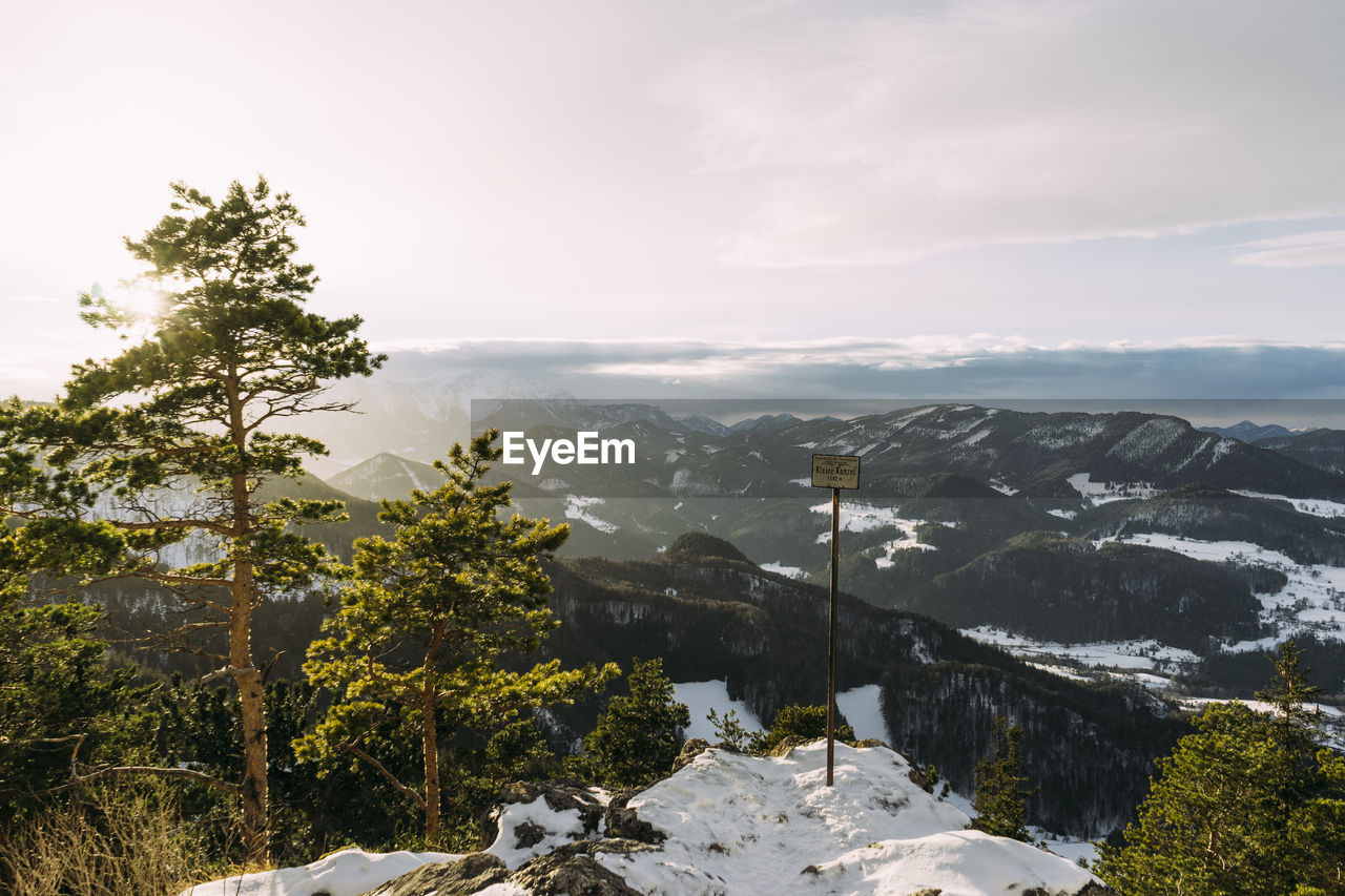 SCENIC VIEW OF SNOW MOUNTAINS AGAINST SKY
