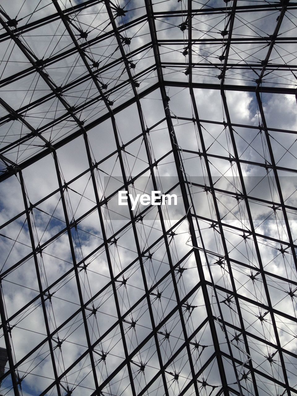built structure, pattern, architecture, full frame, low angle view, backgrounds, no people, geometric shape, ceiling, glass - material, modern, day, indoors, design, metal, shape, transparent, building, architectural feature, skylight, office building exterior, glass, steel, directly below