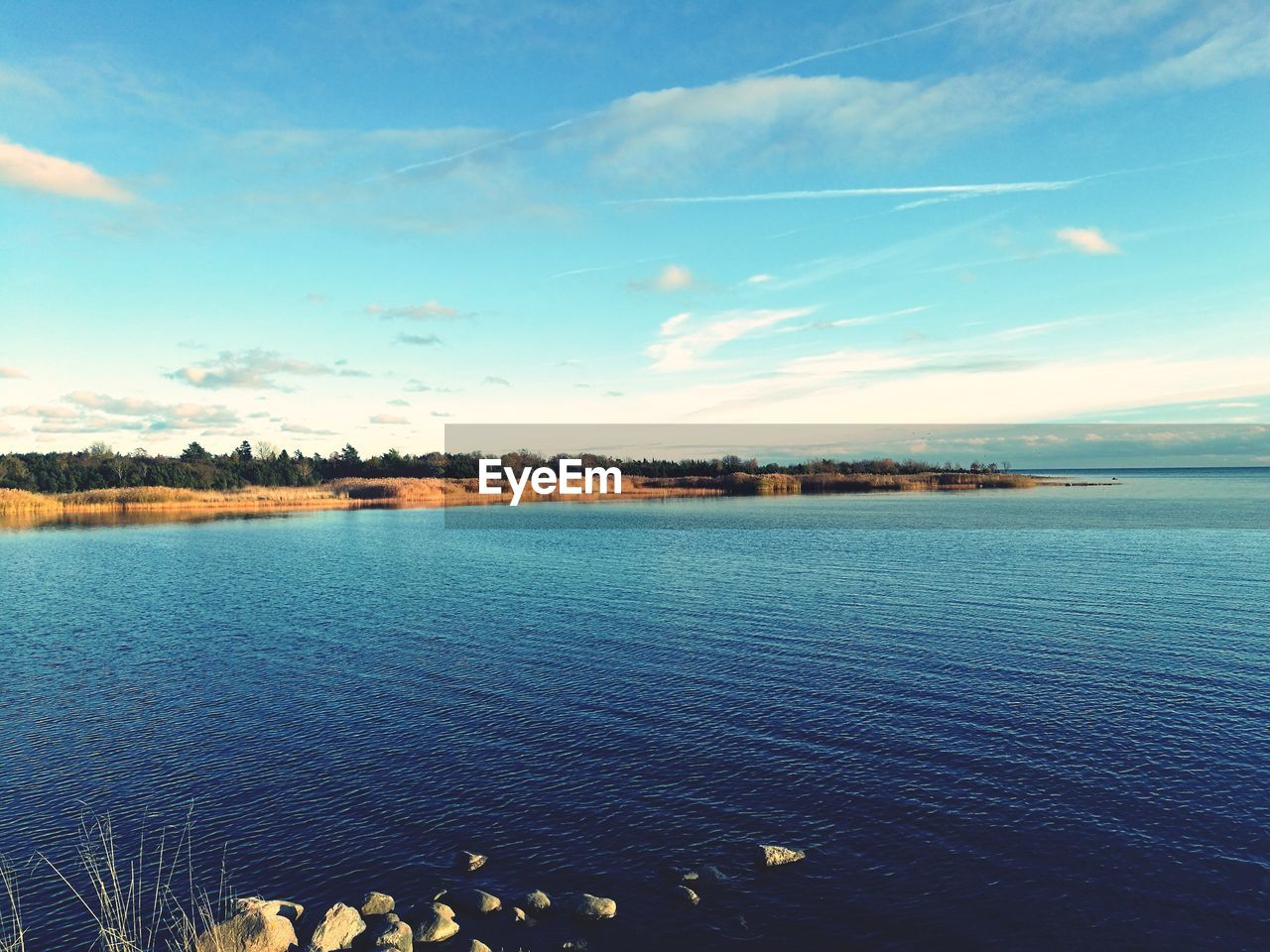 water, sky, scenics, beauty in nature, tranquility, nature, no people, outdoors, tranquil scene, lake, day, cloud - sky, animal themes