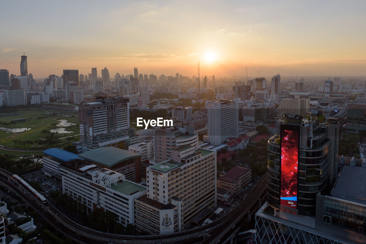 cityscape, architecture, building exterior, city, sunset, built structure, skyscraper, outdoors, sky, urban skyline, modern, no people, day
