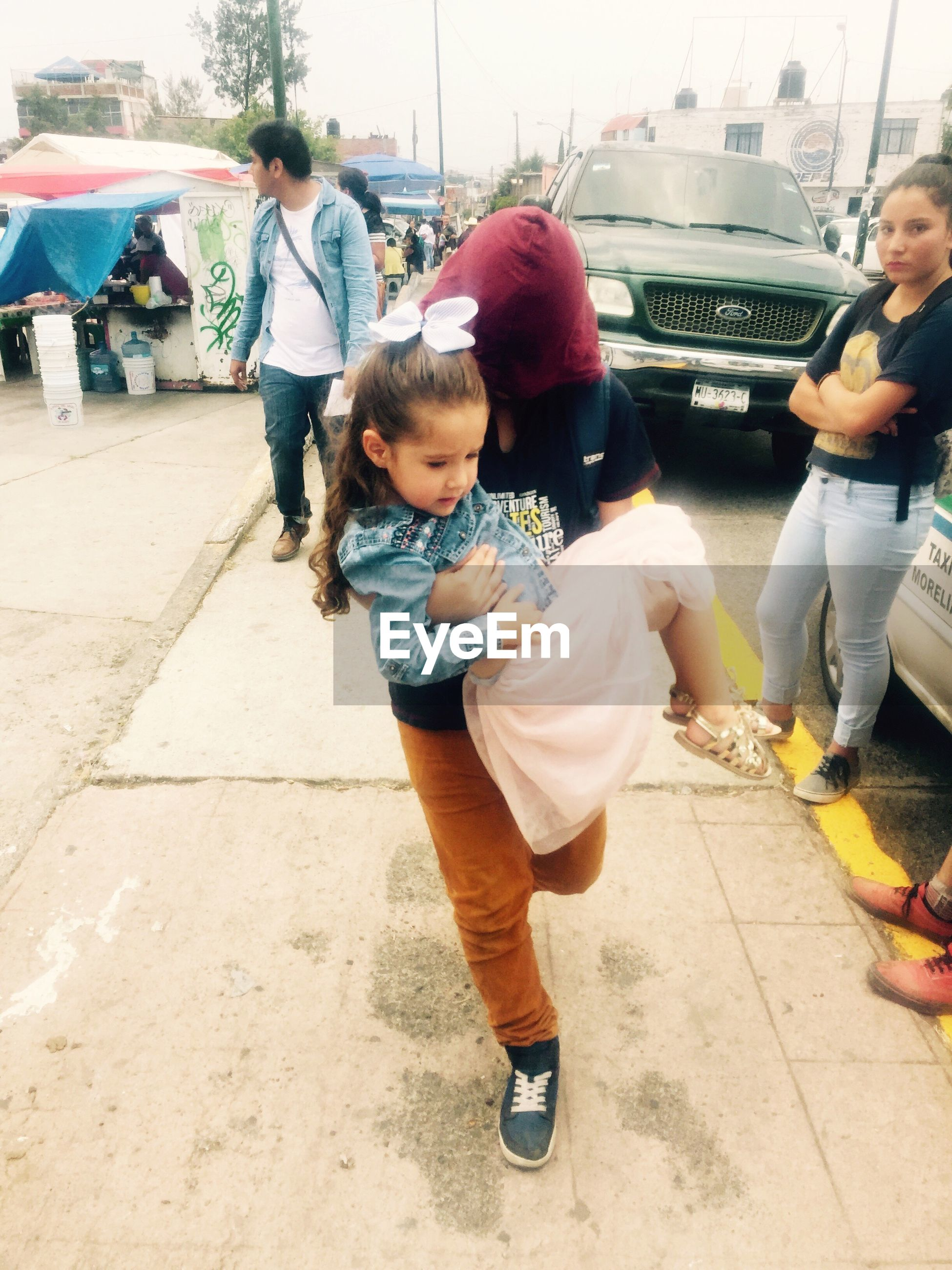 full length, real people, childhood, casual clothing, togetherness, lifestyles, girls, leisure activity, walking, elementary age, daughter, boys, day, playing, bonding, outdoors, city, young adult, people
