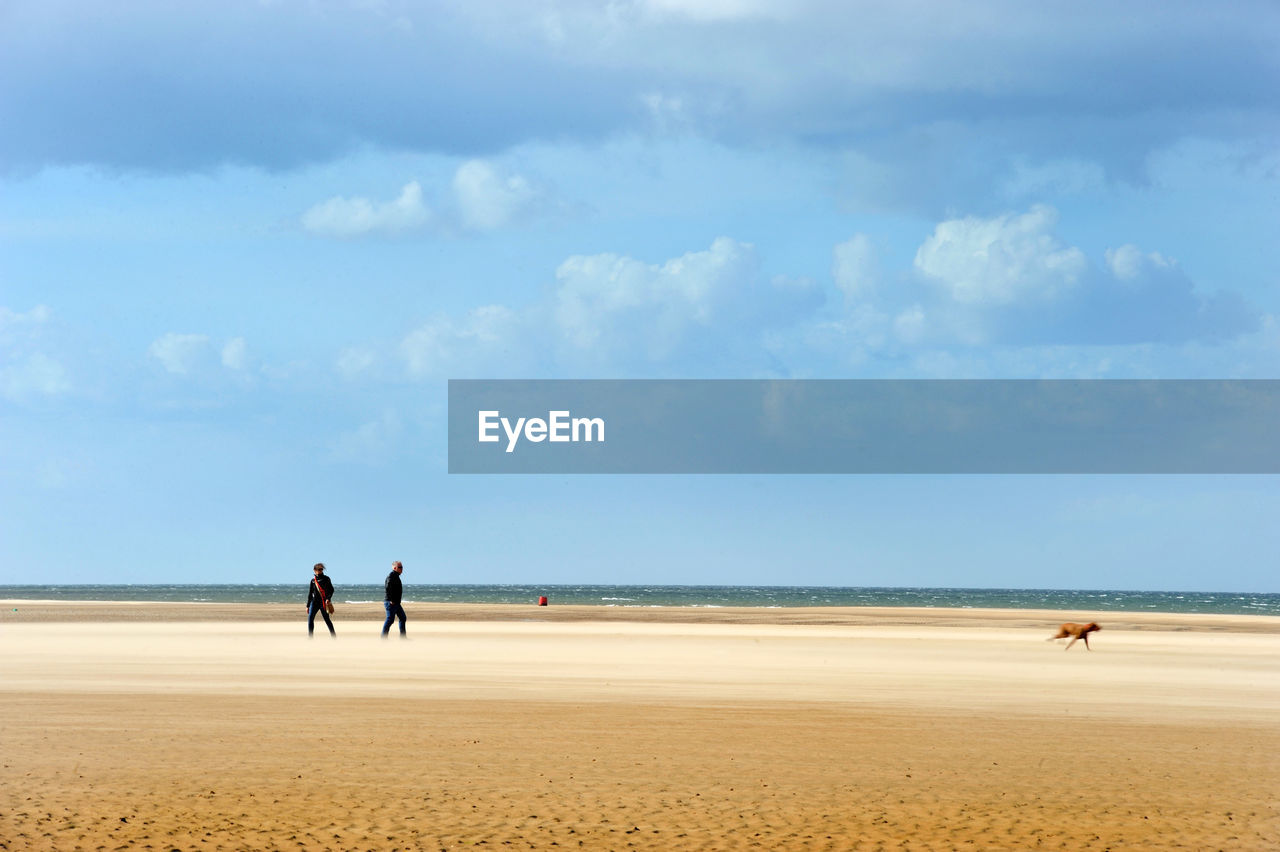 sky, land, beach, sea, horizon, water, sand, horizon over water, cloud - sky, beauty in nature, real people, men, nature, day, scenics - nature, group of people, leisure activity, togetherness, lifestyles, outdoors