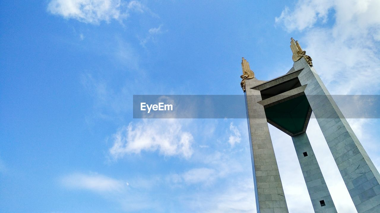 low angle view, sky, architecture, cloud - sky, built structure, day, history, statue, outdoors, no people, travel destinations, nature, building exterior