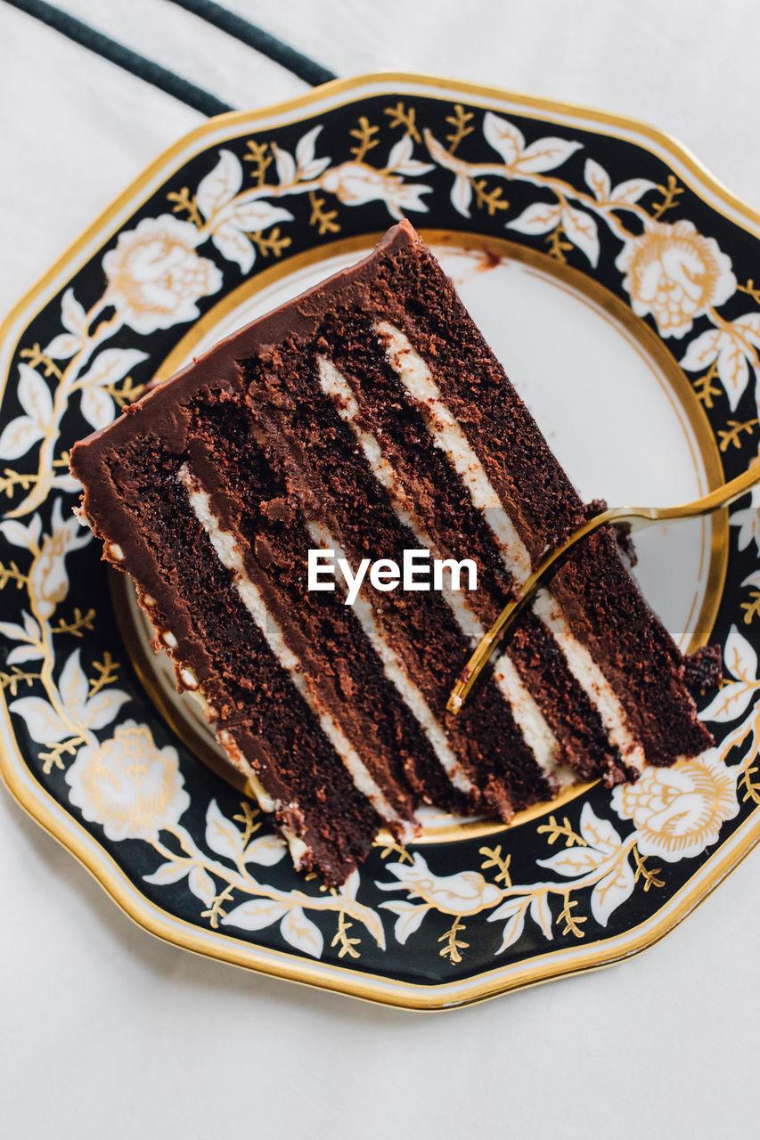 HIGH ANGLE VIEW OF CAKE