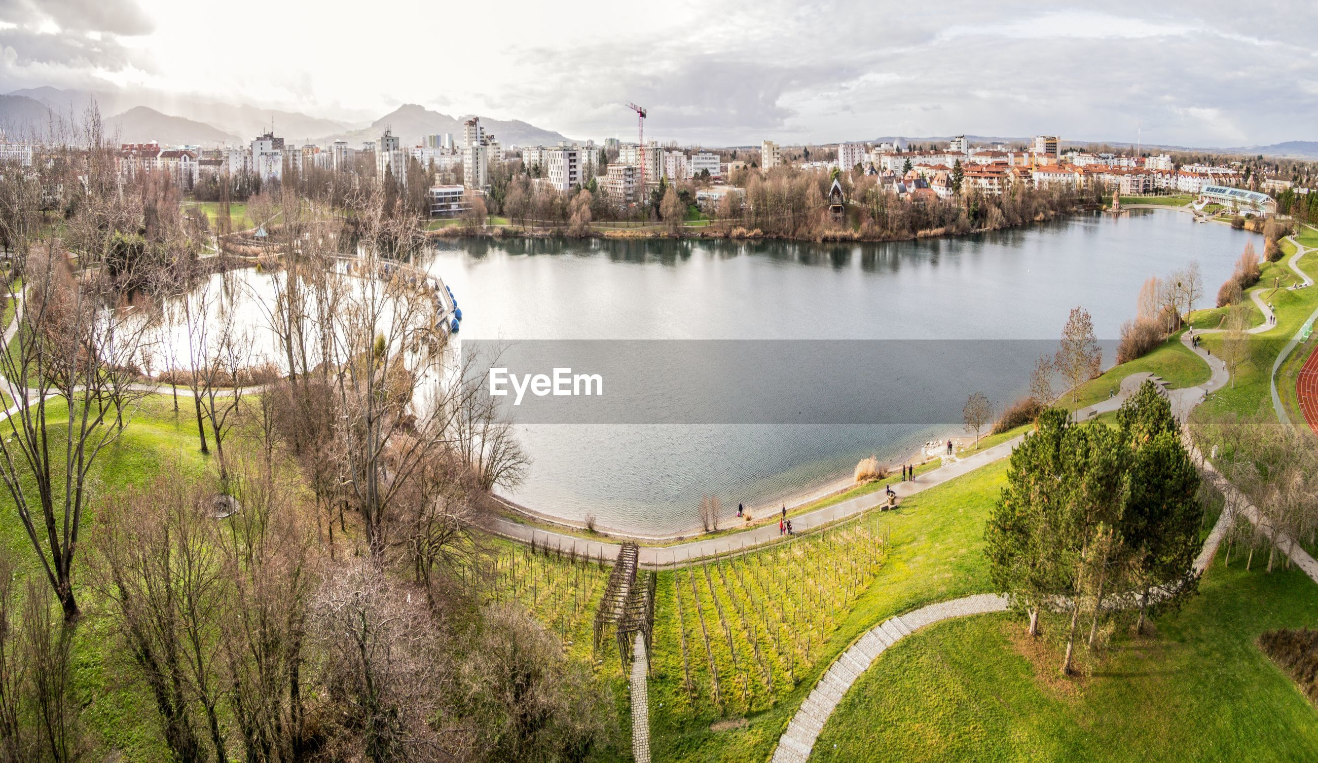 PANORAMIC VIEW OF LAKE AND LANDSCAPE AGAINST SKY
