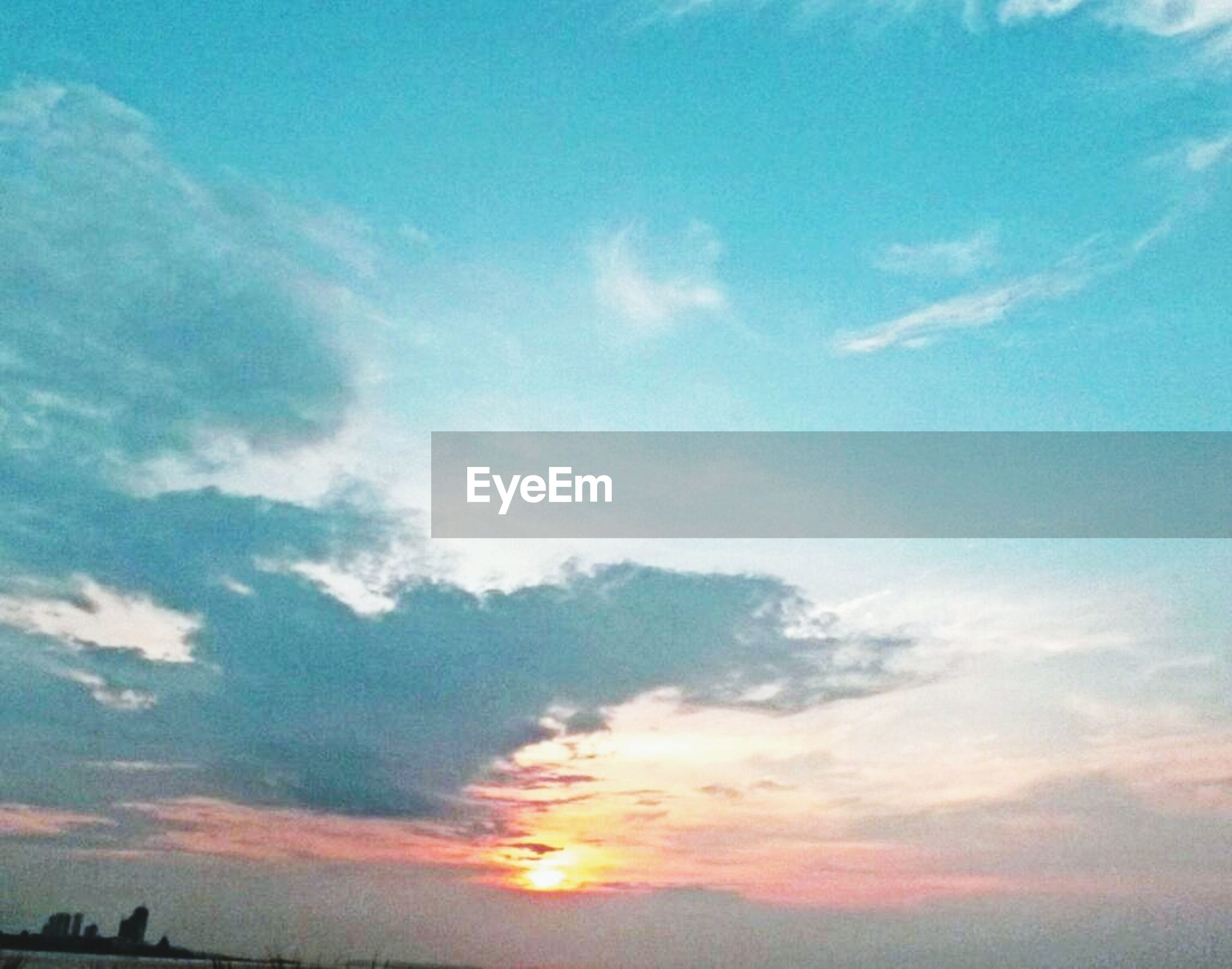 sky, sunset, scenics, beauty in nature, tranquility, tranquil scene, cloud - sky, low angle view, silhouette, nature, idyllic, cloud, blue, sunlight, sun, cloudy, outdoors, orange color, no people, cloudscape