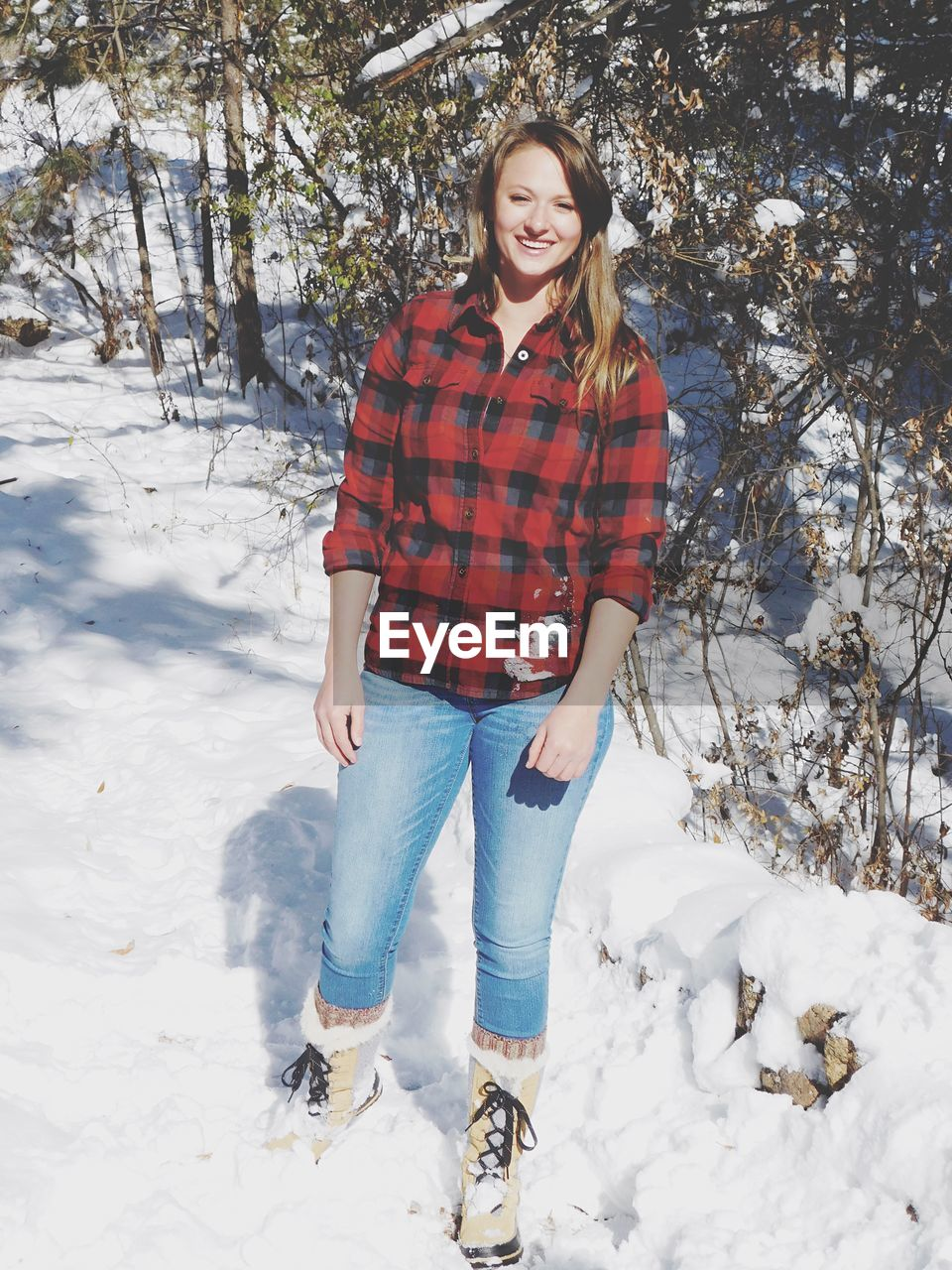 snow, winter, cold temperature, one person, smiling, front view, young adult, portrait, real people, leisure activity, nature, looking at camera, clothing, happiness, full length, lifestyles, day, casual clothing, emotion, warm clothing, outdoors, hairstyle, beautiful woman, jeans