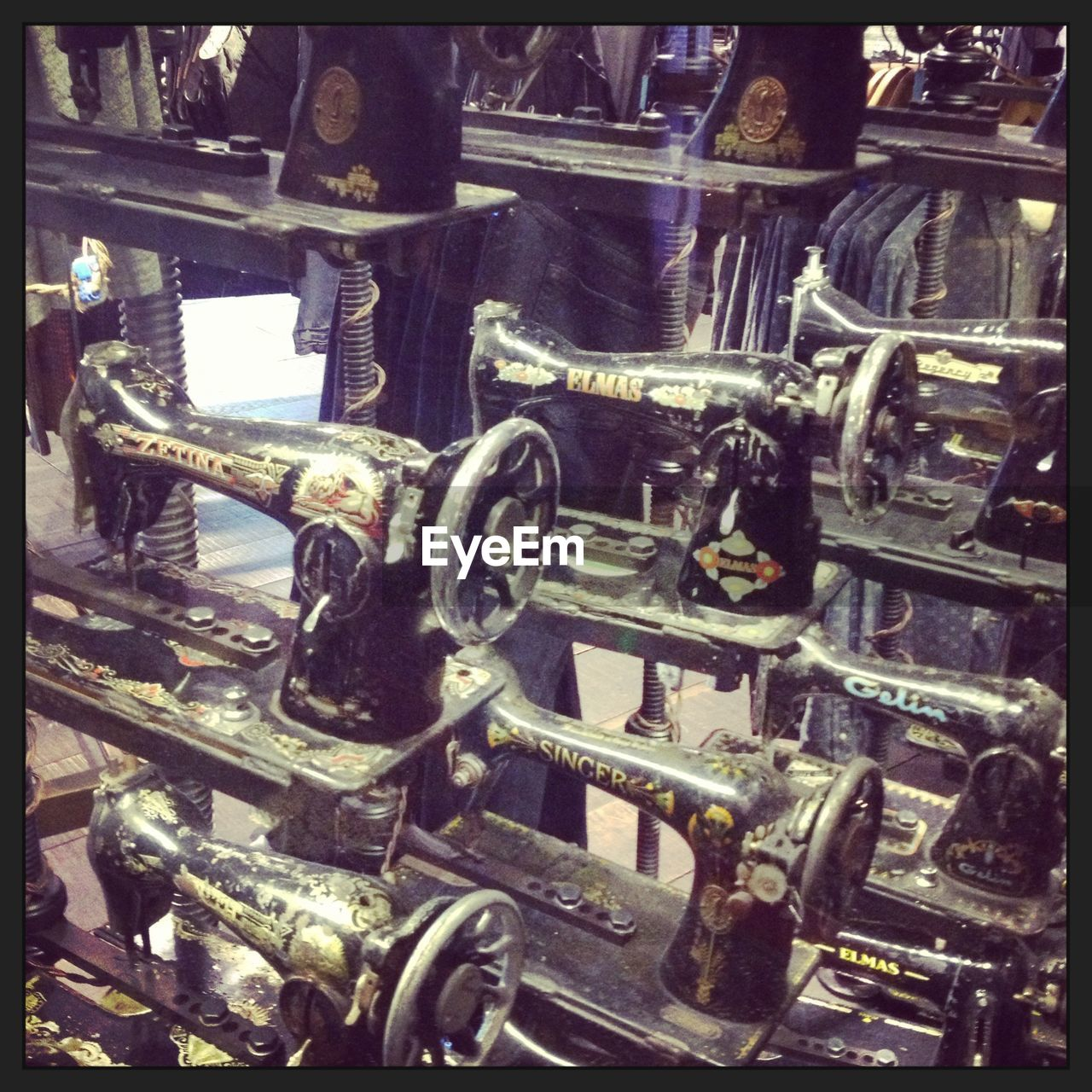 metal, machine part, engine, machinery, no people, industry, indoors, automobile industry, manufacturing equipment, close-up, gear, factory, car plant, day, oil pump
