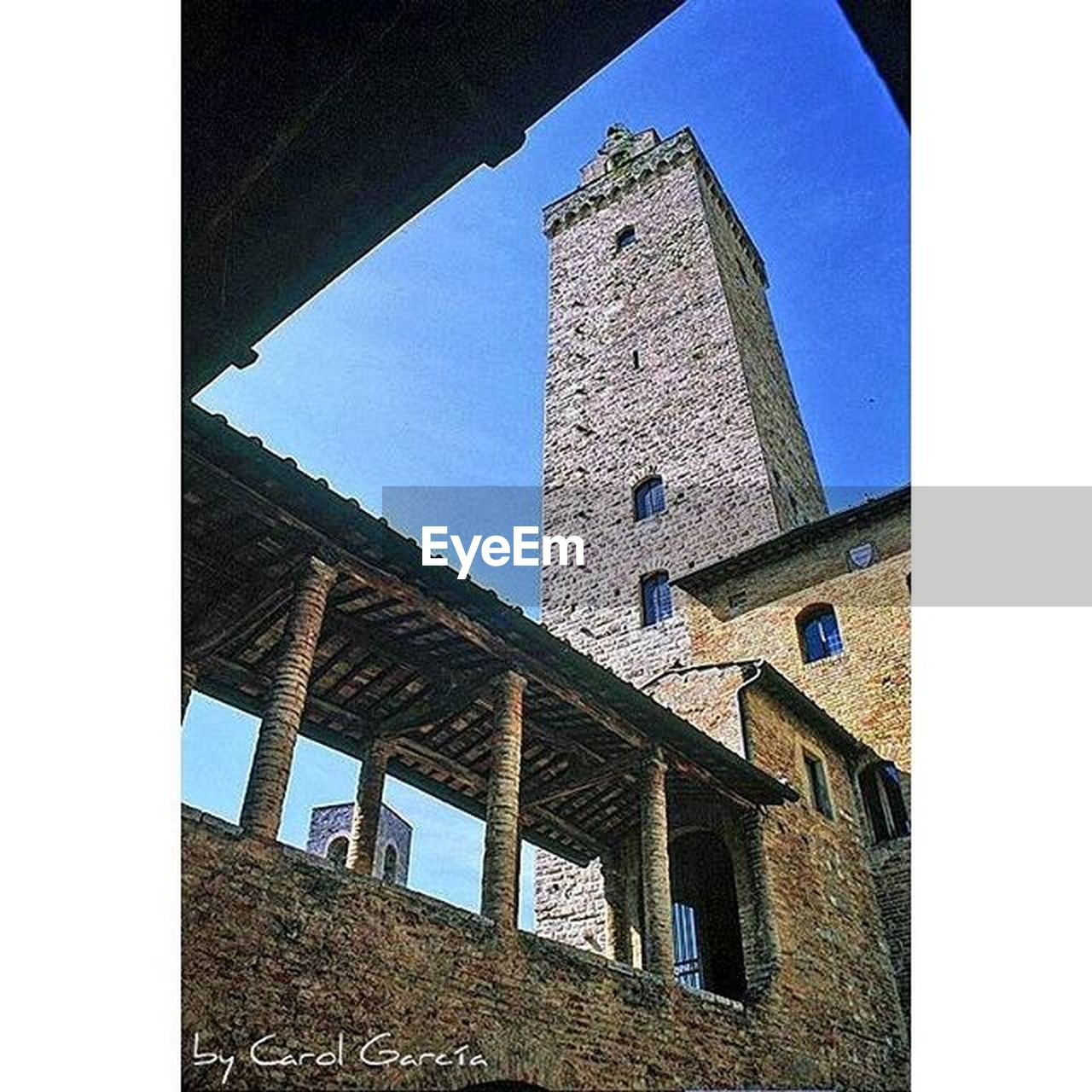 architecture, building exterior, built structure, low angle view, history, tower, clear sky, day, window, sky, no people, old ruin, sunlight, castle, outdoors, travel destinations, bell tower