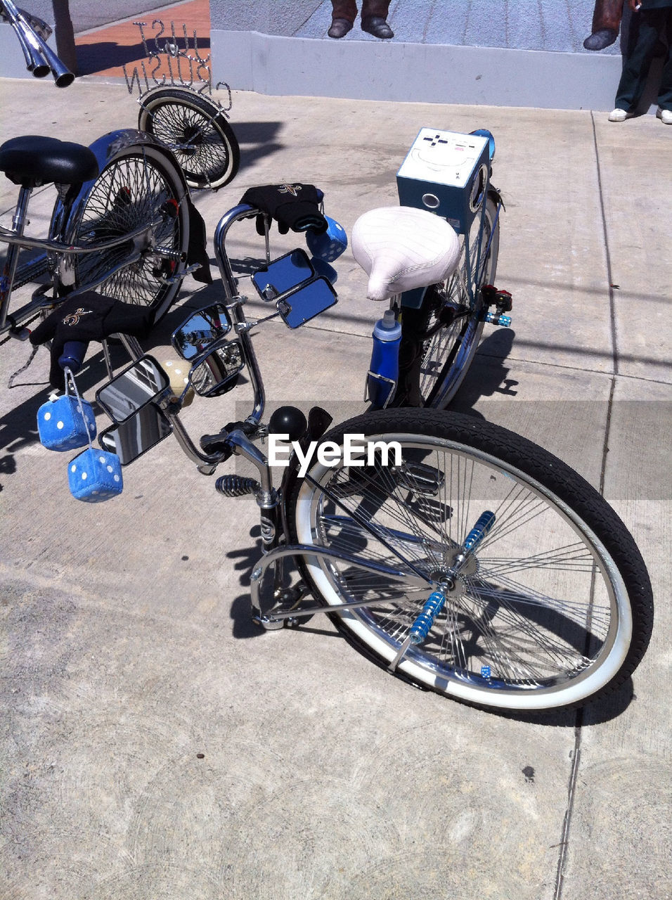 transportation, bicycle, mode of transport, land vehicle, stationary, high angle view, day, outdoors, no people, bicycle rack, wheelchair