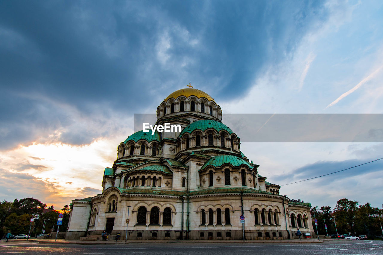 architecture, built structure, sky, cloud - sky, building exterior, dome, religion, place of worship, belief, spirituality, nature, building, travel destinations, low angle view, travel, city, tourism, no people, outdoors