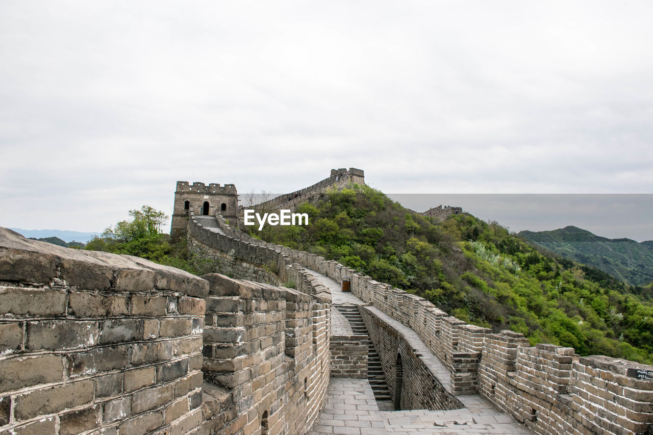 built structure, architecture, sky, the past, history, travel destinations, tourism, travel, ancient, wall, building exterior, mountain, nature, day, fortified wall, fort, no people, cloud - sky, old, stone wall, ancient civilization, outdoors
