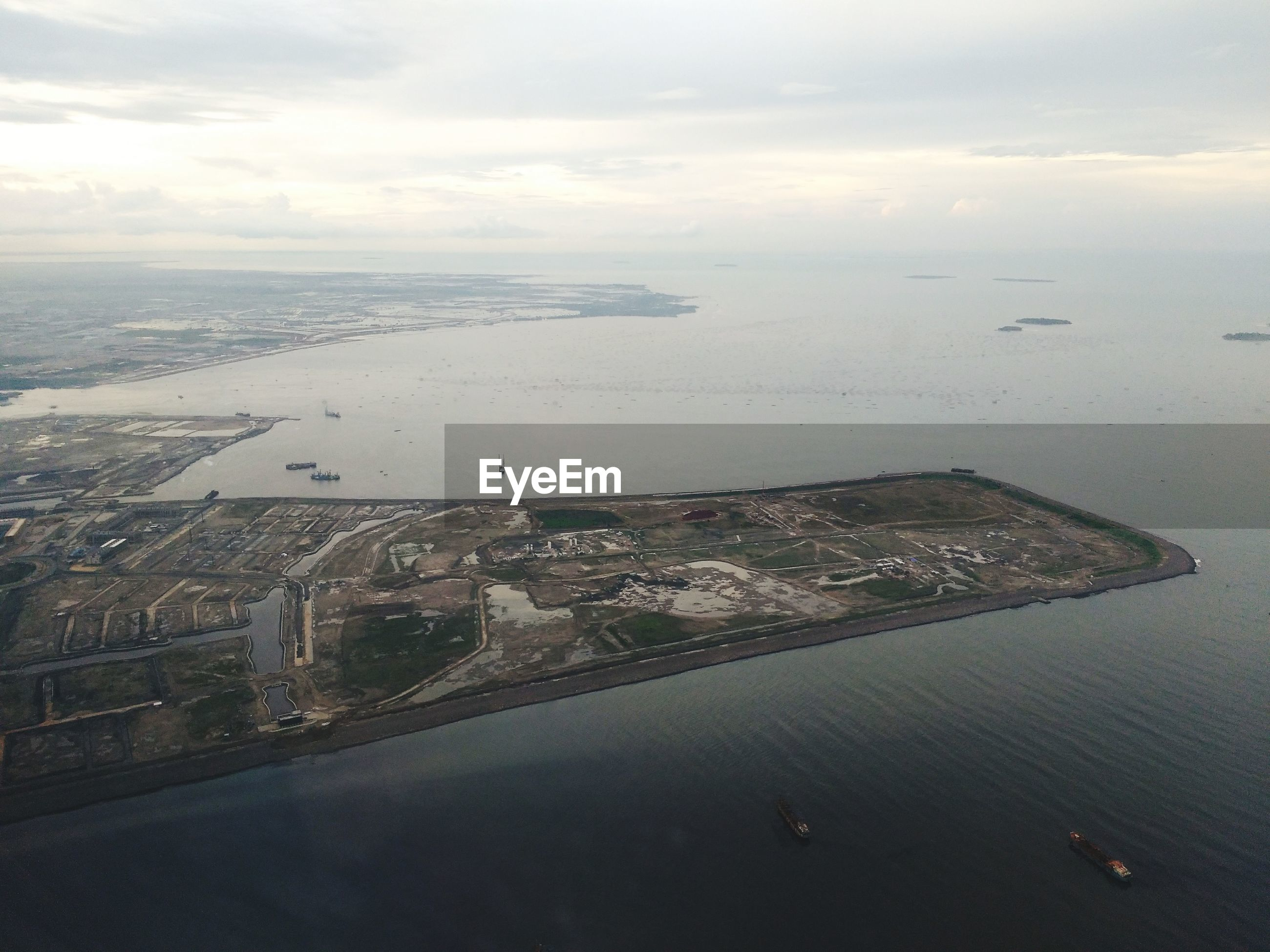 AERIAL VIEW OF SEA AND CITY AGAINST SKY