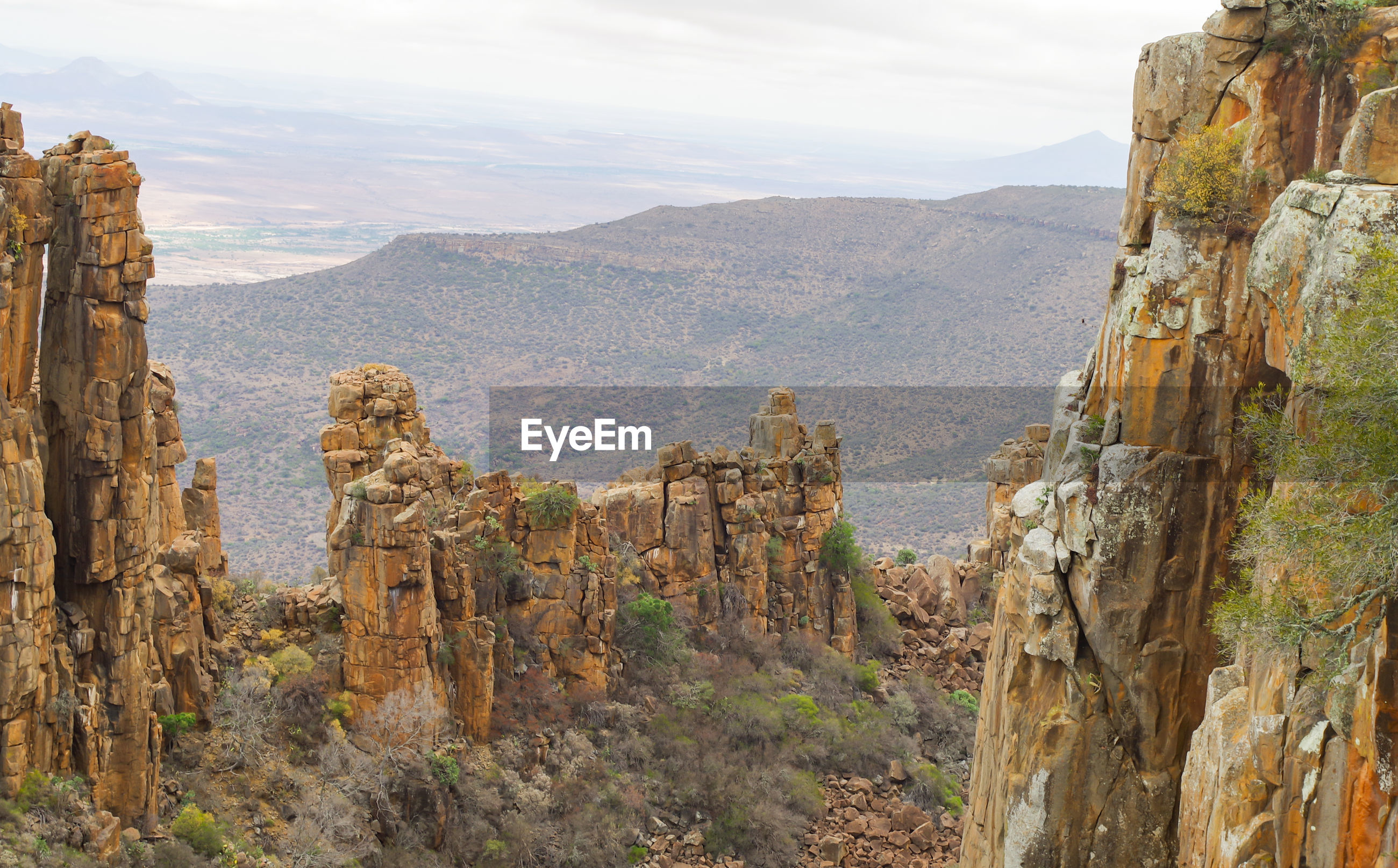 PANORAMIC VIEW OF ROCKS AND MOUNTAINS