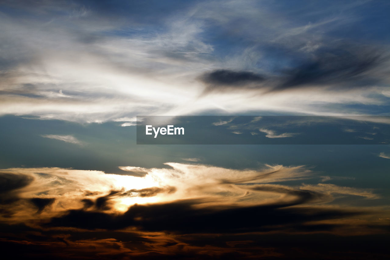 cloud - sky, sky, beauty in nature, scenics - nature, tranquility, tranquil scene, no people, low angle view, nature, sunset, idyllic, outdoors, dramatic sky, sunlight, backgrounds, non-urban scene, cloudscape, environment, day, meteorology, wispy