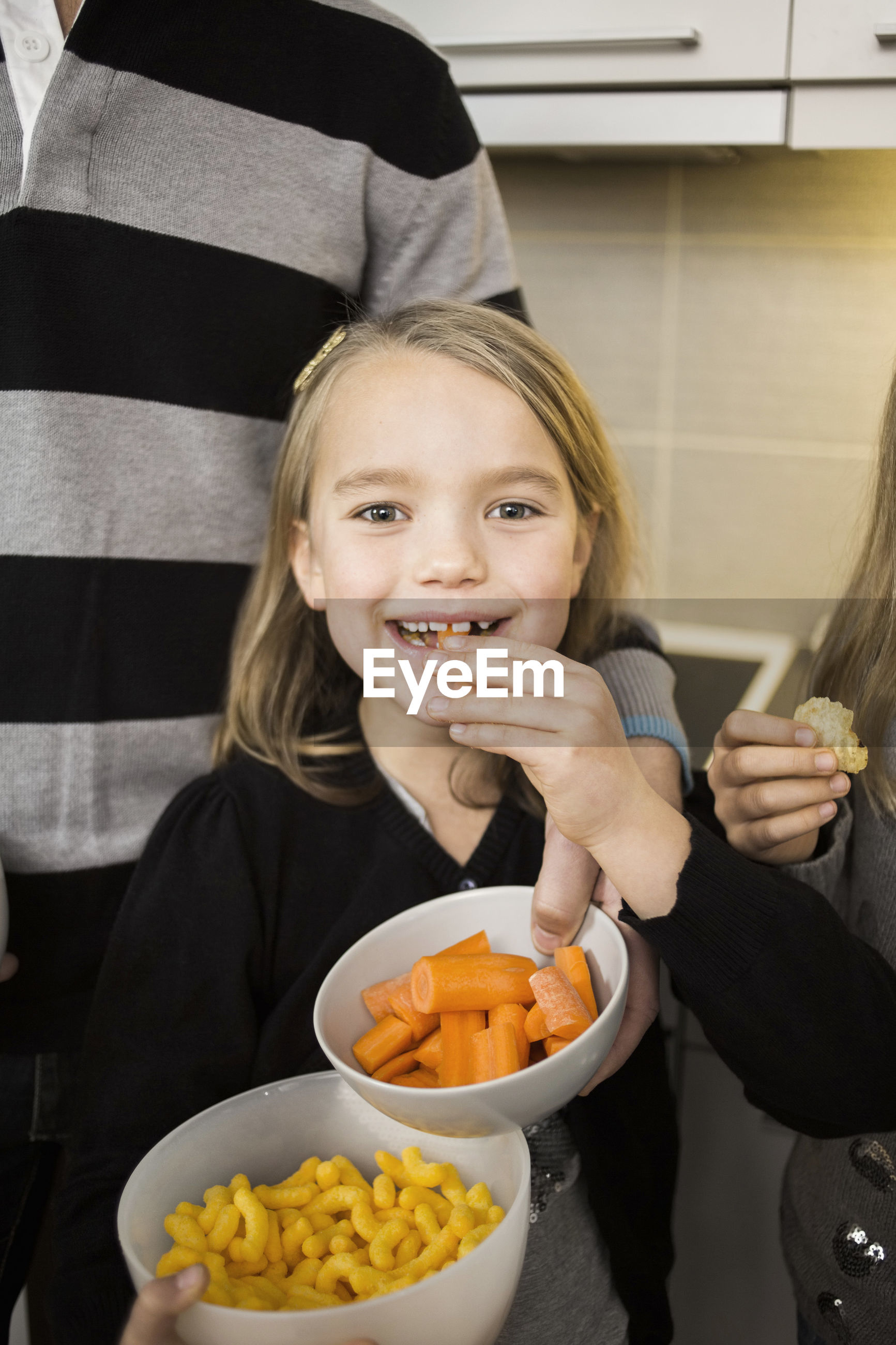 PORTRAIT OF A SMILING GIRL WITH FOOD