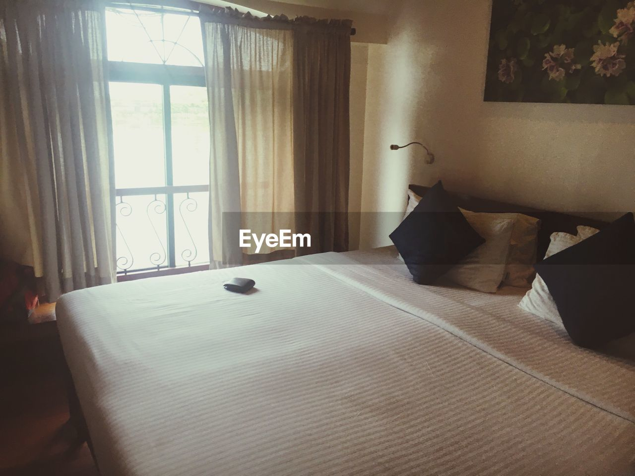 indoors, home interior, window, table, no people, pillow, bedroom, home showcase interior, day, living room, bed, domestic room