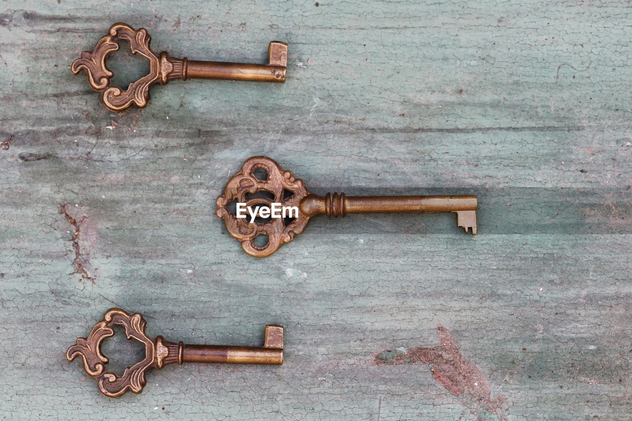 metal, wood - material, rusty, no people, security, safety, protection, old, close-up, door, entrance, latch, key, lock, closed, doorknob, handle, indoors, knob